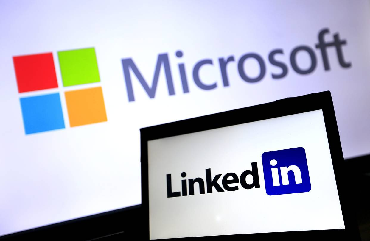 Microsoft Now Integrates LinkedIn with Word to Help You Write a Resume